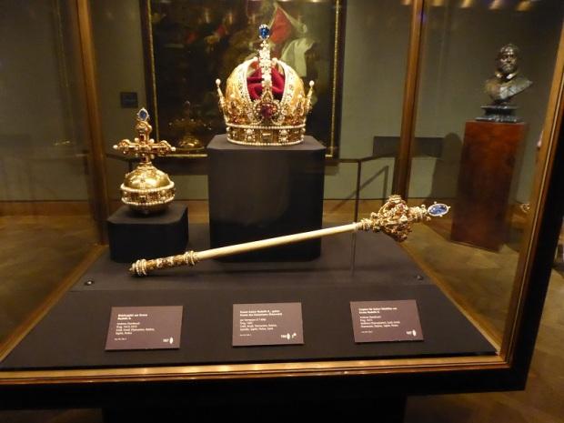 257. Schatzkammer. Símbolos imperiales de Rodolfo II