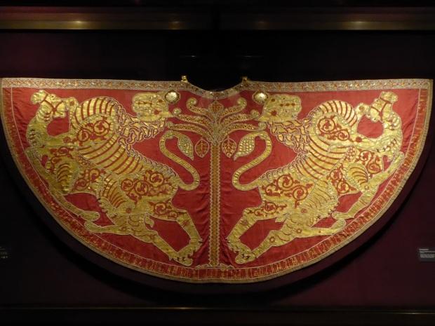 279. Schatzkammer. Manto imperial o Capa pluvial. Tradición oriental. Palermo. Siglo 1133-1134I. Peso 11 kg.