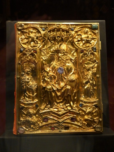 284. Schatzkammer. Evangeliario de coronación. Corte de Carlomagno. Aquisgrán. Hacia 800. Cubierta de hacia 1500.
