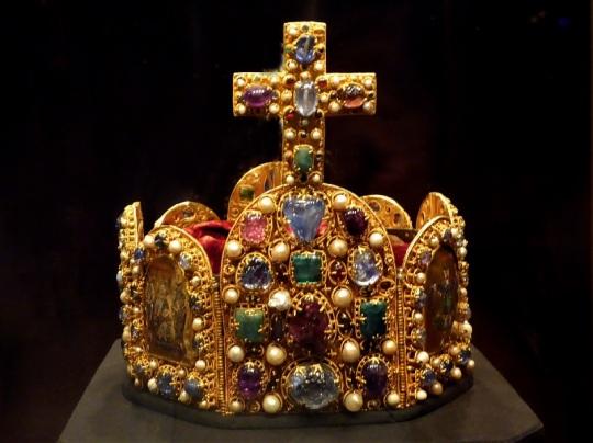 286. Schatzkammer. Corona imperial. Oeste de Alemania. 960-980. Cruz y arco de principios del XI.