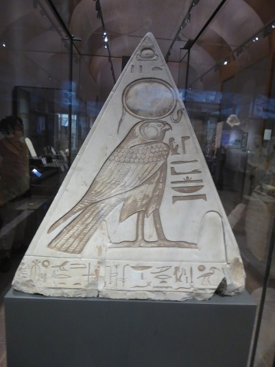 117. Museo Egipcio. Piramidion de Ramose. Imperio Nuevo. XIX dinastía. 1291-1190 a. C. Deir el-Medina