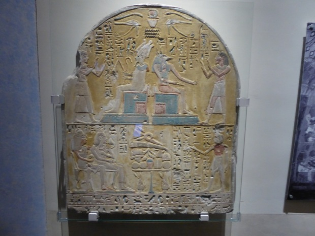 122. Museo Egipcio. Estela funeraria de Kha. Reinado de Amenhotep II