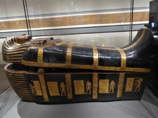 125. Museo Egipcio. Sarcófago intermedio de Kha. Deir el-Medina