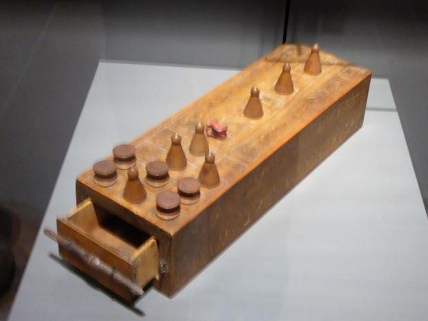 134. Museo Egipcio. Juego del Senet en la tumba de Kha. XVIII dinastía. Deir el-Medina