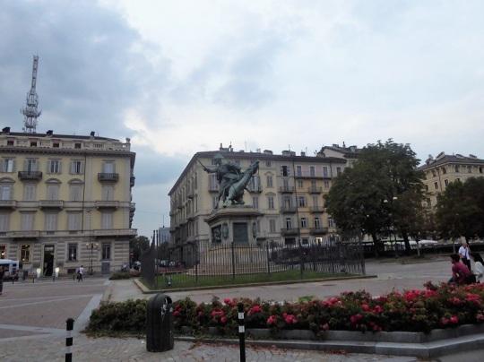 33. Piazza Solferino
