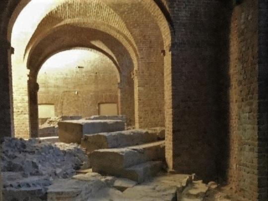 344. Palacio Real. Museo Arqueológico. Restos del teatro romano