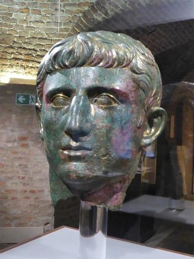 346. Palacio Real. Museo Arqueológico. Cabeza en broce dorado. 25 a. C. - 35 d. C. (2)