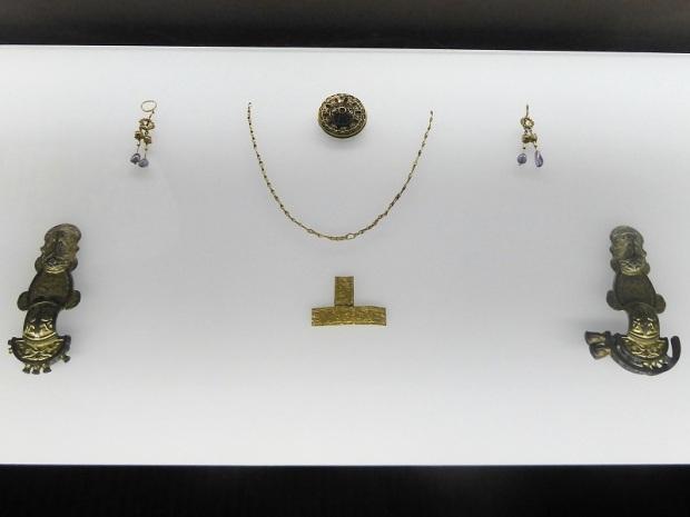 350. Palacio Real. Museo Arqueológico. Objetos de la tumba de la DDAma Lombarda del Lingotto (fines del VI-principios del VII)