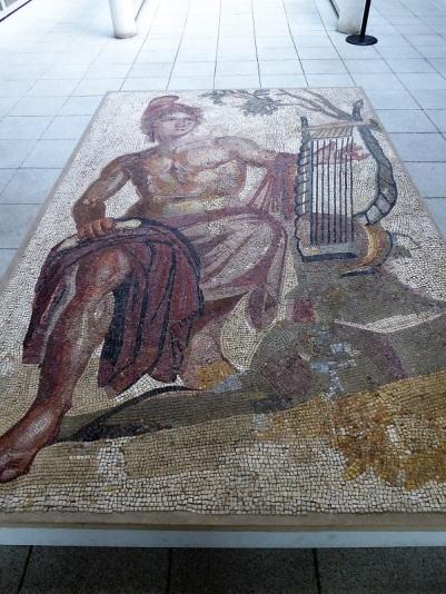357. Palacio Real. Museo Arqueológico. Mosaico con Orfeo. III. Cagliari
