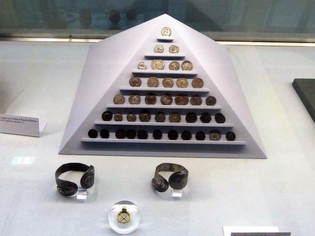 361. Palacio Real. Museo Arqueológico. Tesoro con monedas de Trajano a Claudio