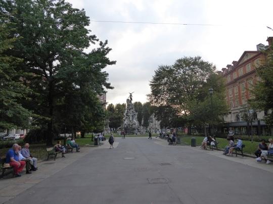 383. Plaza Statuto