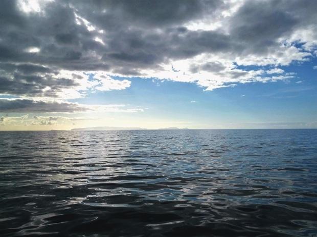 506. En el catamarán. Al fondo las islas Desiertas
