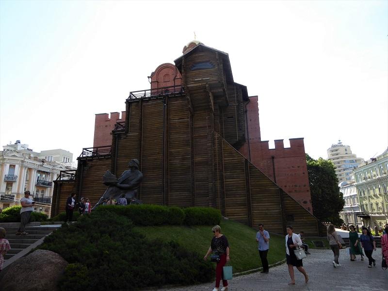 25. Puerta Dorada