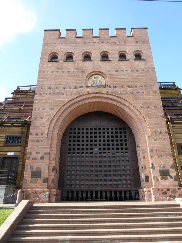 28. Puerta Dorada