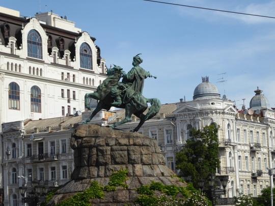 39. Plaza Sofiyibska. Monumento a Bogdán Jmelnitski, líder cosaco (1595-1647)