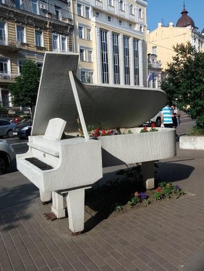 527. Monumento dedicado a Chopin en calle Bohdana Khmelnytskogo