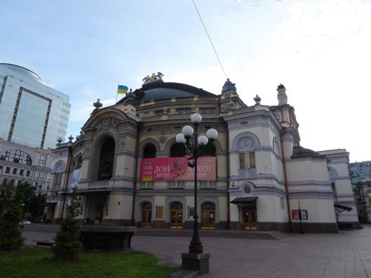 8. Ópera